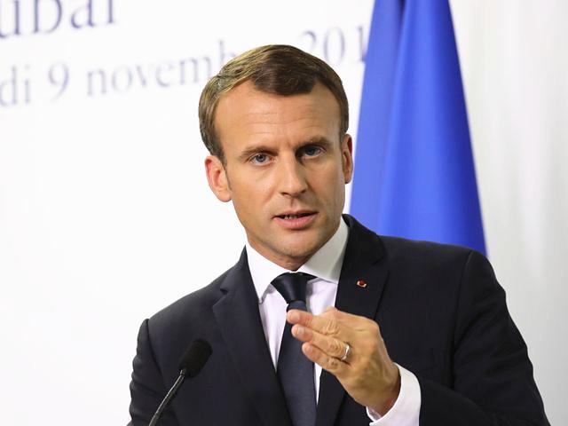 11月9日,法国总统马克龙在阿联酋迪拜市举行的新闻会上发表讲话。(新华/法新)