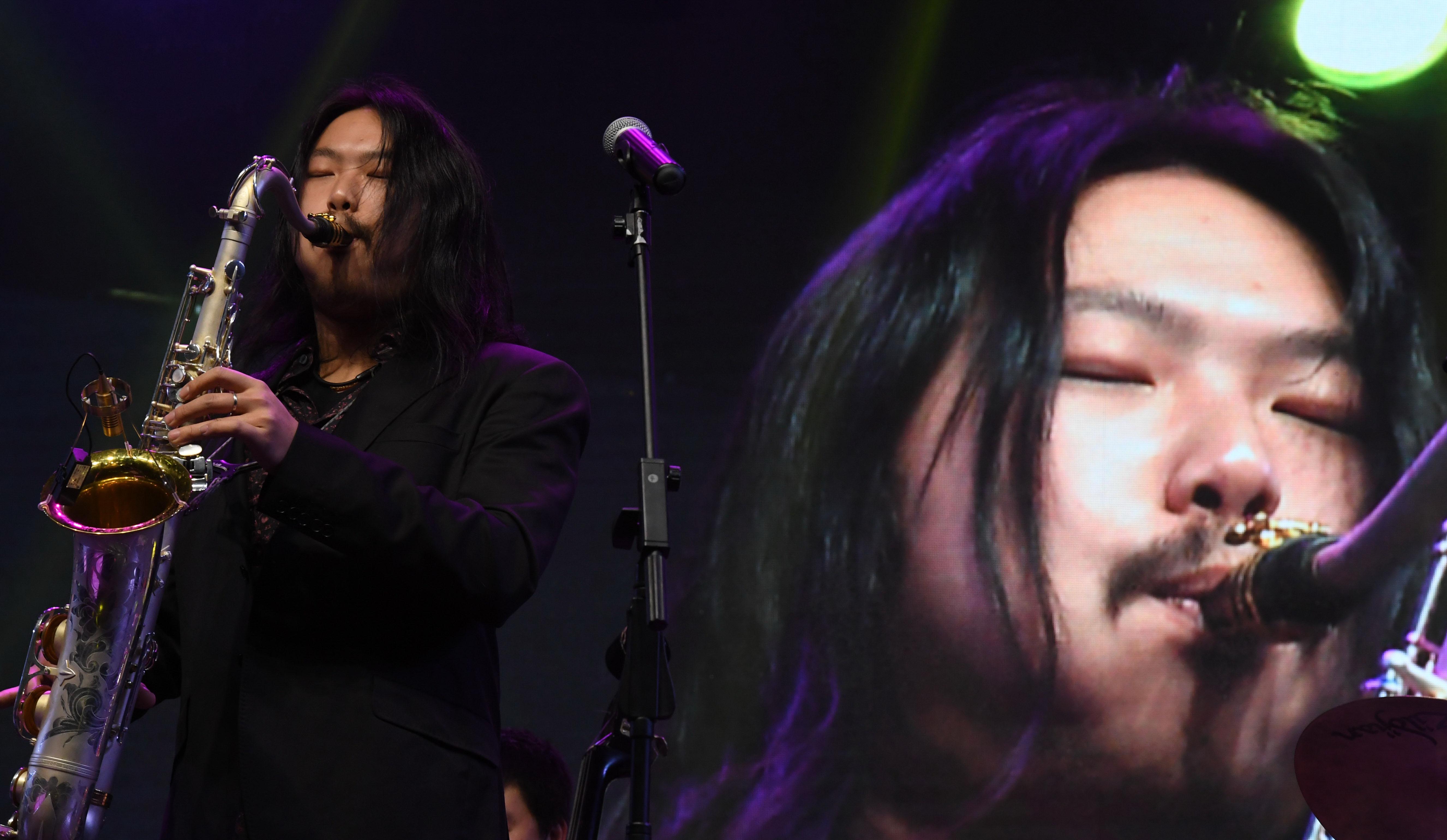 李高阳在表演中。新华社记者 蔺以光 摄