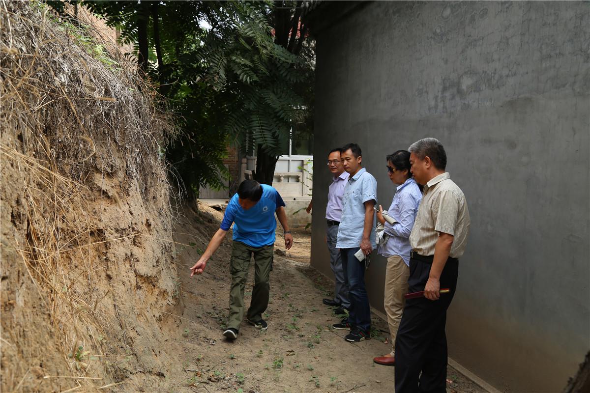 2017年7月,考古专家在安新三台镇开展调查工作。河北省文物研究所供图