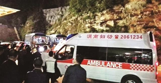 陕西华山景区遭遇强阵风 160名游客被困缆厢一夜