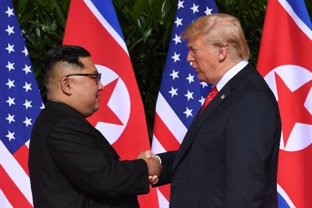 特朗普展示朝美领导人会晤成果