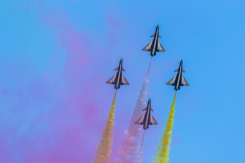 八一飞行表演队在俄罗斯国际军事?#38469;?#35770;坛精彩亮相