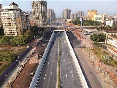 与隆生大桥相接的江东一号路。
