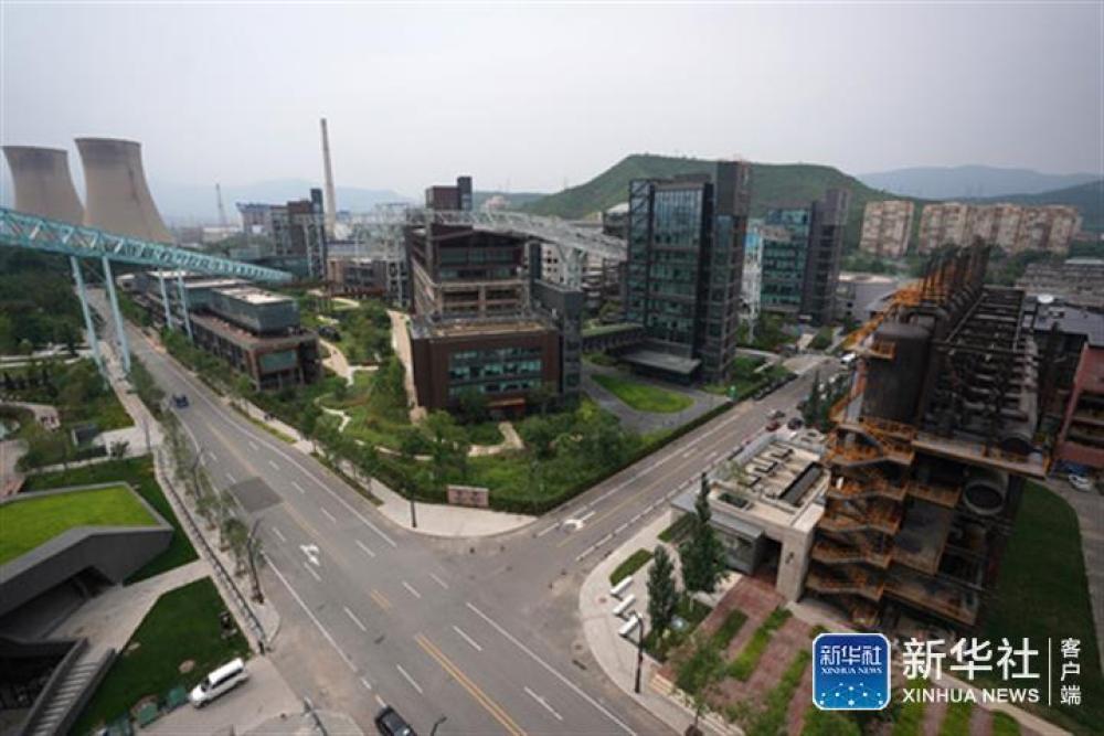 ↑在北京首钢园区俯瞰北京冬奥组委办公区(7月24日摄)。新华社记者鞠焕宗摄