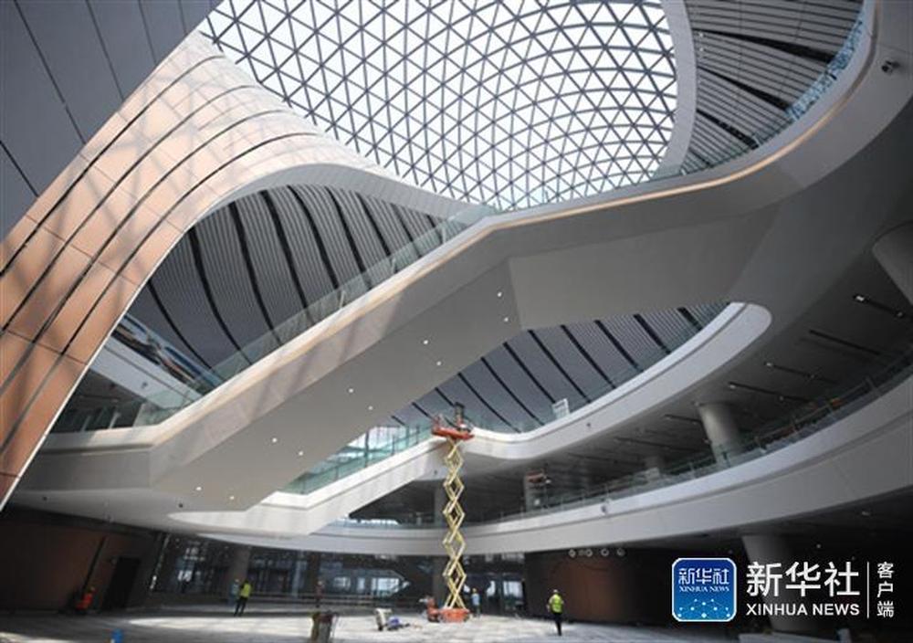 ↑北京大兴国际机场航站楼内部(6月18日摄)。新华社记者张晨霖摄