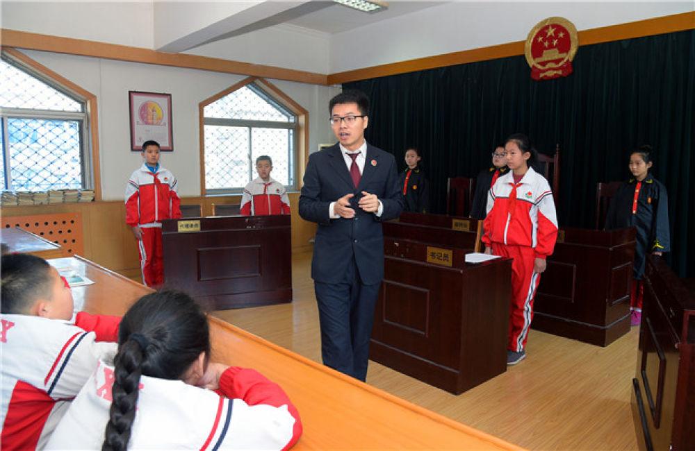 开启法治中国新时代――以习近平同志为核心的党中央推进全面依法治国纪实