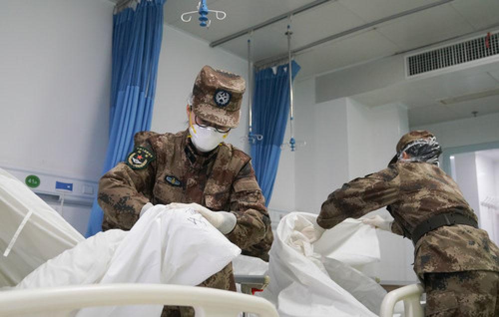 打开疫情防控一线军医的微信,我们看到……