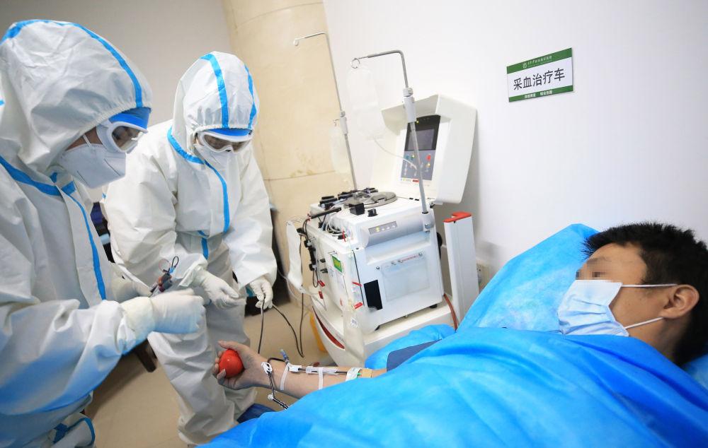 【新华社】衡阳市两位新冠肺炎康挠了下头发复者成功捐�献血浆