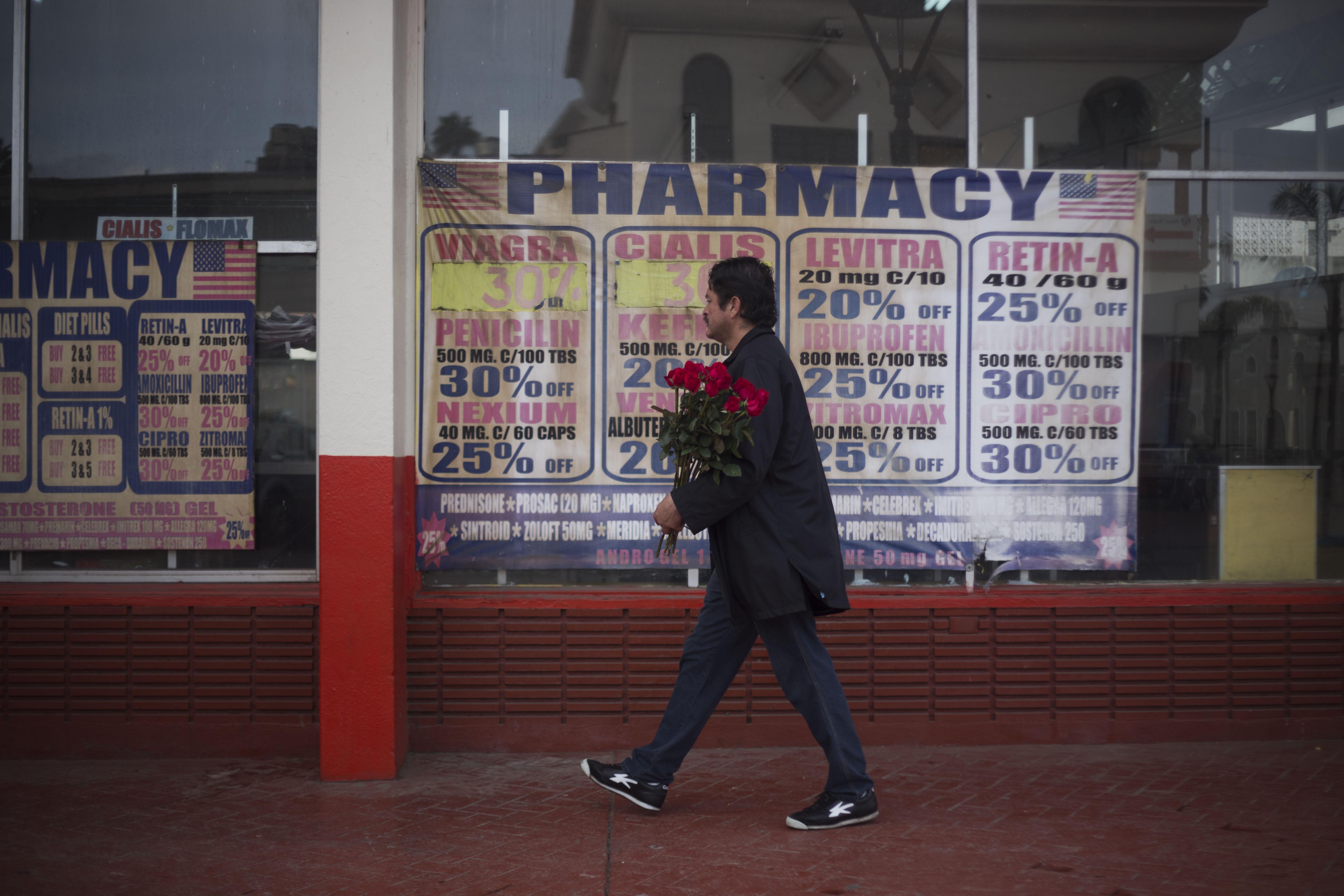 美加、美墨边界关闭,在国内买不起药的美国人更多更难了