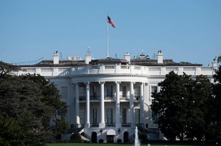 高德注册:最新民调:多数美国人把美国