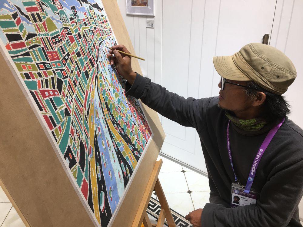 在进博会上推行传统艺术的农人画家
