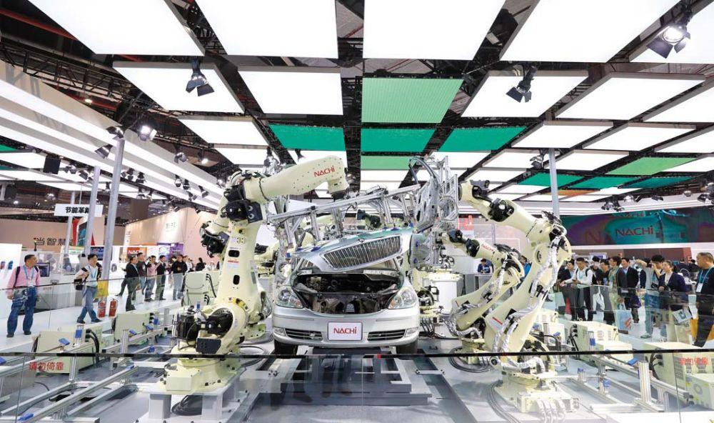 """""""日企排队撤出中国""""真相调查 《环球》杂志 2020-12-08 17:44 图片  2019 年 11 月 7 日,在第二届进博会装备展区日本那智不二越公司展台拍摄的超高速点焊 SRA 系列机器人"""