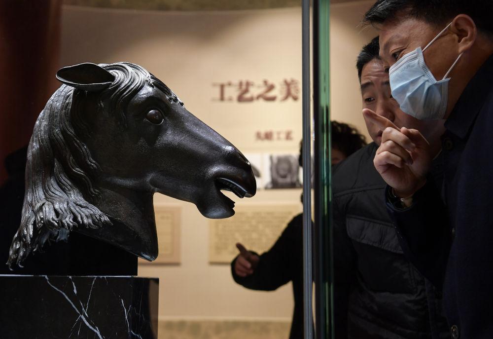 《【恒达代理注册】百年梦圆:马首铜像重回圆明园》
