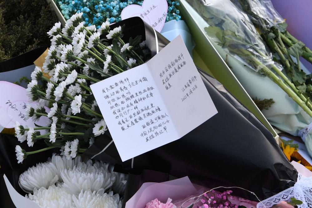 新華全媒+丨收貨地址烈士陵園,這10000份網友的祭奠讓人淚目!