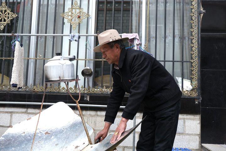 """《【恒达注册链接】中国宝""""藏"""" 以""""金珠""""为名——西藏和平解放70年的民族记忆》"""