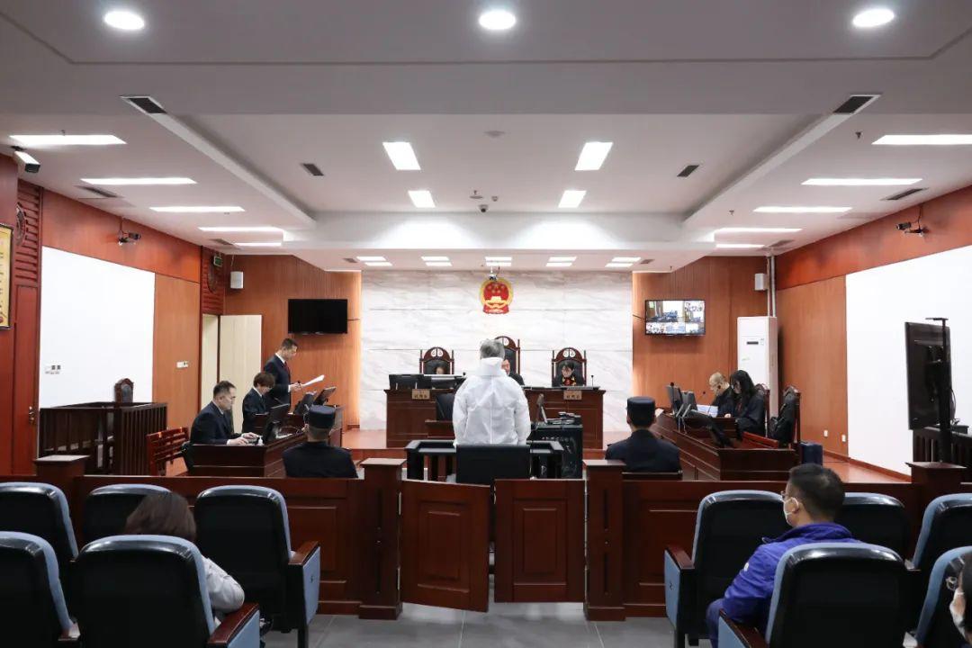 银监会内蒙古监管局原局长薛纪宁被控受贿超4亿