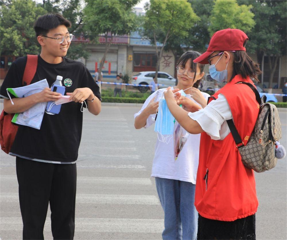 """清河:""""护航高考""""志愿活动贴心服务高考学子"""