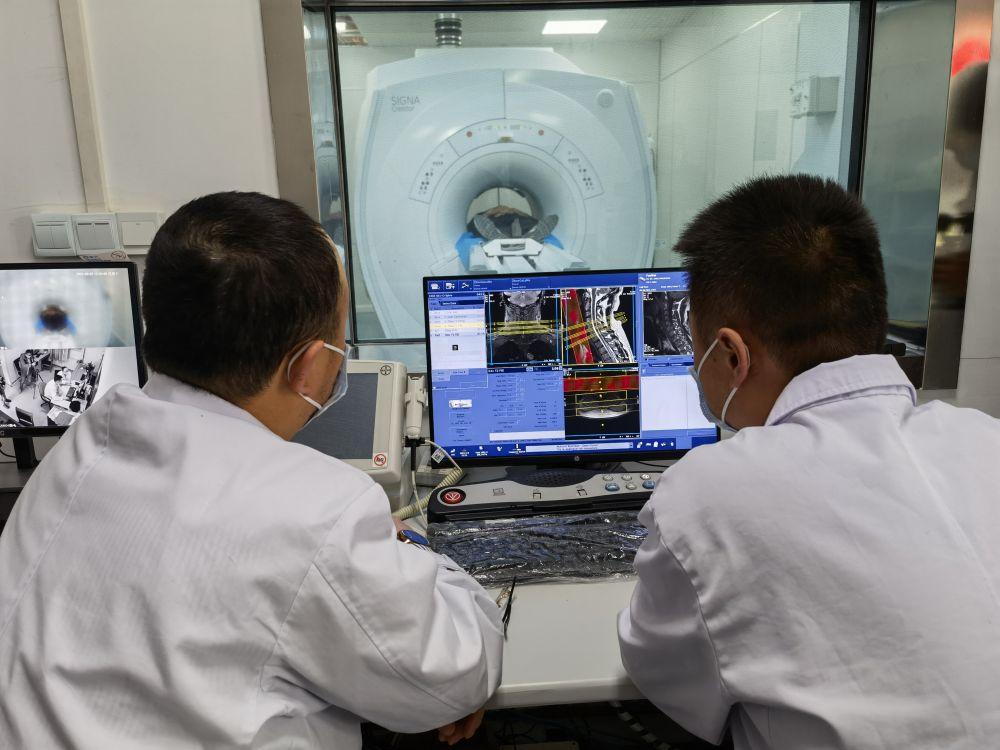 """数说宝""""藏""""·70年巨变丨多重保障!西藏医疗体系为群众健康保驾护航"""